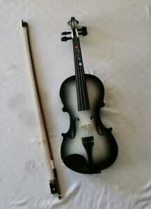 1/2 Violin with all strings and bow for beginner great value good condition