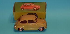 SEAT 600 de PAYA, en caja original, años 60.