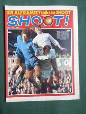 SHOOT-FOOTBALL MAGAZINE-10 APRIL 1971-MARTIN PETERS -BOBBY MONCUR
