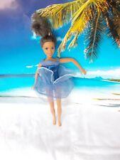 Barbie Puppe, mit blauen Kleid, lange braune Haare