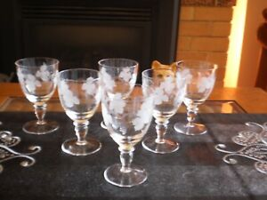 SET OF 6 CRYSTAL WINE GLASSES ETCHED WITH GRAPE VINE MOTIFF