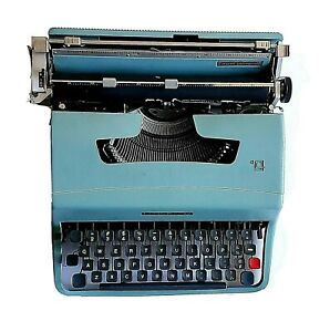 1960's Vintage Teal Olivetti Underwood Lettera 32 Portable Typewriter With Case