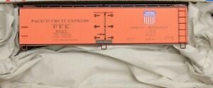 HO Scale - ACCURAIL 81311 PACIFIC FRUIT EXPRESS # 8029 - 40' Wood Reefer - KIT