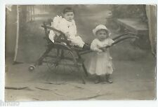 BM610 Carte Photo vintage card RPPC Enfant jeux jouets anciens chaise roue