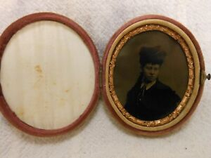 Good Antique Tintype Photo Portrait In Original Oval Velvet Case
