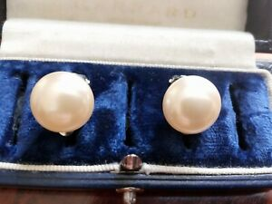 VINTAGE 1950's RETRO STYLE PEARL LUSTER COATED CABOCHON BUTTON CLIP ON EARRINGS