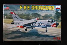 YB002 ESCI 1/72 maquette avion 9066 F-8E Crusader