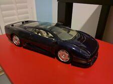 1:18 Jaguar XJ220 Diecast by Maisto in excellent condition
