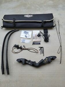 """Hoyt Satori Recurve 17"""" Right Handed Bow - Black Riser with 40lbs Small Limbs"""