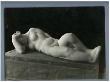 """France, Salomé Vénard, """"Le sommeil""""  Vintage .  """"Spectateur"""" Tirage argentique"""