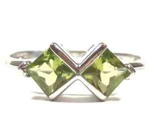 Beautiful Ladies Sterling Silver Peridot Ring - Size 9.5