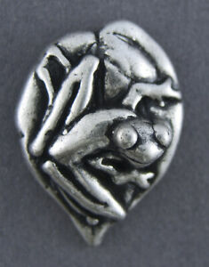 METAL BUTTON - ANTIQUE SILVER -  FROG IMAGE