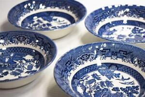 4 Blue Willow pattern Breakfast/Dessert Bowls - 3x Crown Clarence - 1x CC