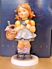 HUM #563/0 LITTLE VISITOR TM7 GOEBEL M.I. HUMMEL FIGURINE GERMANY MIB $225 S143