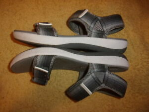 Clarks CLOWDSTEPPERS SOFT CUSHION SANDALS WOMEN'S SIZE: 7 W