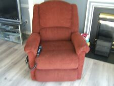 Lazy-Boy Luxury-Lift Power Recliner Chair in Good Condition