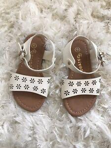 Ositos Floral Cutout Sandals Size 6 Toddler Girls