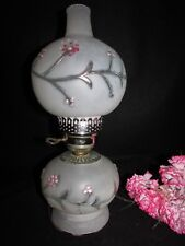 VTG WHITE SATIN GWTW HURRICANE BANQUET PARLOR TABLE LAMP FLORAL EMBOSSED PAINTED