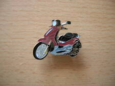 Pin Anstecker Piaggio Vespa Beverly 500 rot red Roller 0888 Scooter Moto Motor