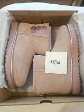 UGG WOMEN'S CLASSIC MINI UGG RUBBER LOGO SHEEPSKIN BOOTS UK 7, EU 40 NEW £150