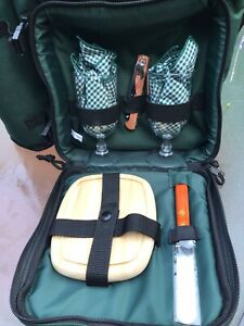 Harry and David Picnic Basket Backpack Wine &Cheese Board Service for 2 NWT