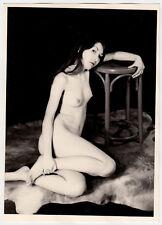 KÜNSTLERISCHE AKT-STUDIE MIT THONET HOCKER / MÖBEL * 50s Vintage 17,5 x 12,5 cm
