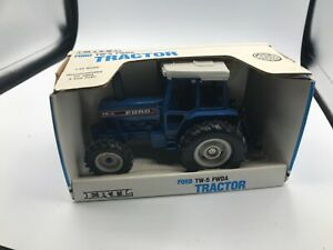 Ertl Ford TW15 Tractor 1/32 Diecast #881 1992 Old Stock