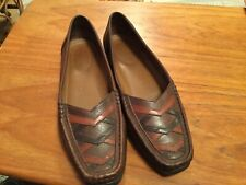 CLARKS HAND SEWN MOCCASIN LEATHER SHOES SIZE 4.5...