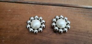"""Novelty Buttons (new) 1 1/2"""" (2) SILVER & WHITE BUBBLE FLOWER"""
