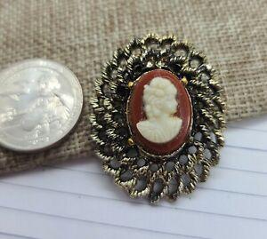 Unmarked Vintage Goldtone Cameo Brooch