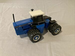 1/32 Scale Models Ford Versatile 1156 4WD Toy Tractor w/ Duals