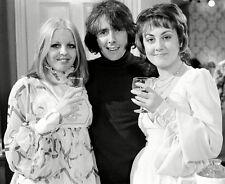 Sally Thomsett, Paula Wilcox & Richard O'Sullivan - H6260 - Man About the House