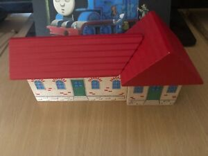 33577 Authentic Brio Wooden Train Hotel! Thomas