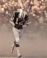 JOE NAMATH NEW YORK JETS GREAT HEADS OFF FIELD WITH HANDS IN WARMING POUCH 8X10