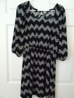 SWEET CLAIRE LADIES SIZE SMALL BLACK/GRAY L. SLEEVE CHEVRON STRIPED DRESS