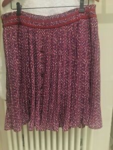 New without tags Banana Republic Pleated Skirt  Size US 10 / UK 14