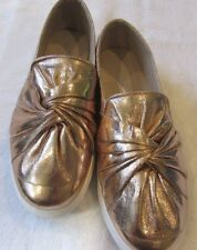 Womens Shoes Via Pinky Slip-On Sneakers Champagne Metallic Twist Top Toe Size 8