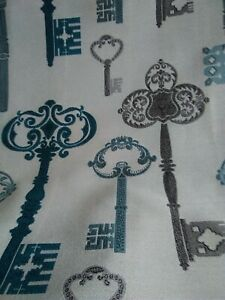 Key throw and matching cushion covers set