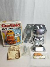 Wilton Vintage Garfield Stand Up Cake Pan Set