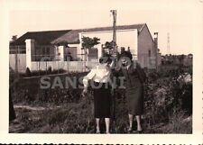 FOTO DEL 1953 COPPIA DI RAGAZZE A MILANO -  C10-348