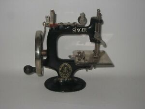 Antique Child's Singer Sewing Machine Sewhandy 20 Works Well #DE3