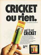 PUBLICITE ADVERTISING 035  1971  CRICKET   briquet sur plaquette jaune