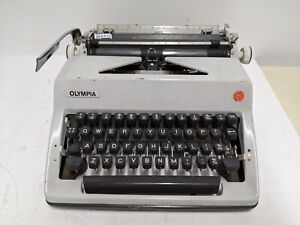 VINTAGE OLYMPIA DELUXE SM9 ?? TYPEWRITER, WEST GERMANY