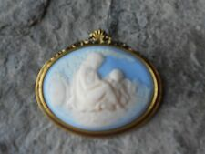 MOTHER AND CHILD - CAMEO ANTIQUE GOLD TONE BROOCH / PIN - CREAM - BLUE
