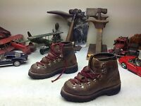 VASQUE VINTAGE USA BROWN DISTRESSED LEATHER LACE UP MOUNTAINEER HIKER BOOTS 4 M
