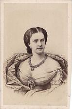 Photo cdv : Neurdein ; Portrait de la reine du Portugal , vers 1865