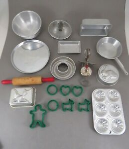 VINTAGE 19 PIECE DOLL'S BAKING SET WITH PANS ROLLING PIN COOKIE CUTTERS & MORE