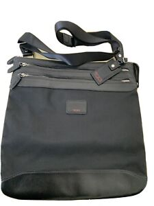TUMI CROSSBODY BLACK,USED BUT IN VERY GOOD CONDITION