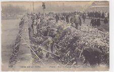 CPA 75012 PARIS Crue de la Seine 1910 Pont Tolbiac déversement ordures animation