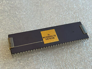1x  MC68000L10  MOTOROLA  DIP64 32Bit CPU / Micro Processor